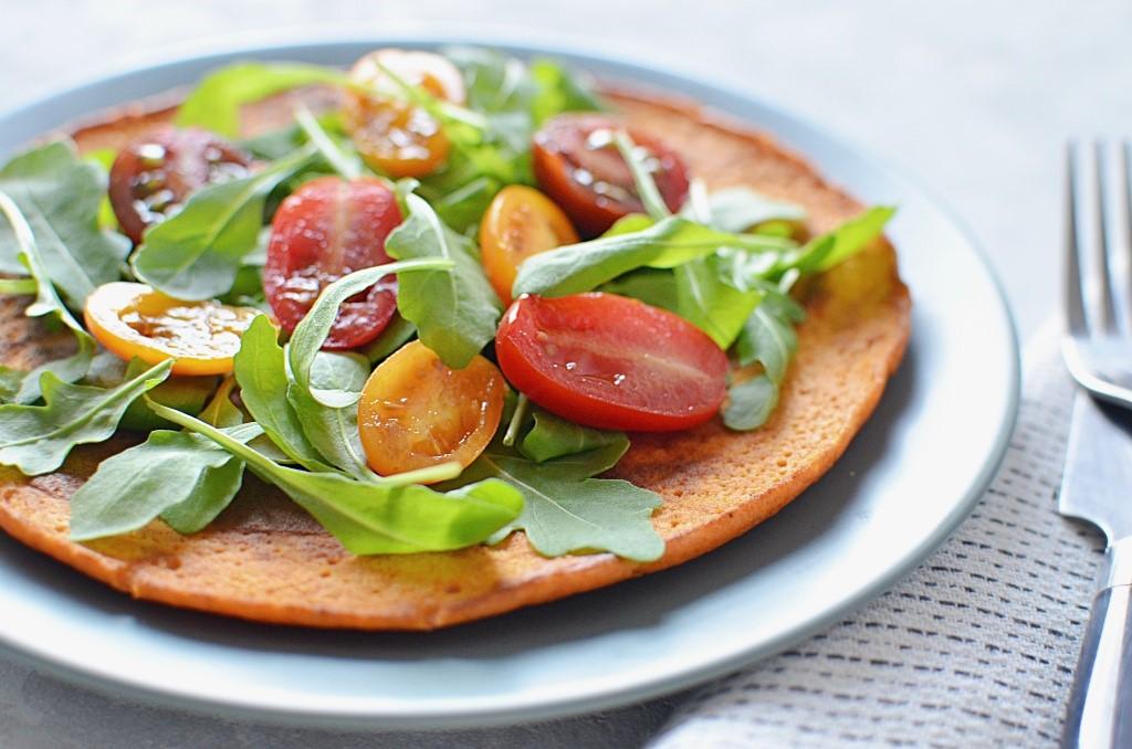 Omlet owsiany na słono - pomidorowy.