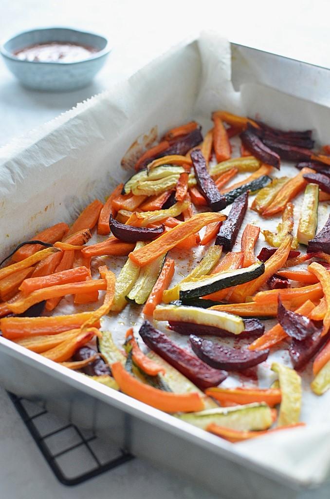 Frytki z warzyw z piekarnika - batat, burak oraz cukinia i marchewka.