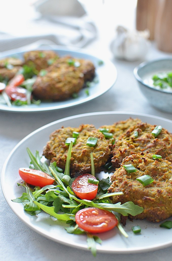 Pyszne kotlety warzywne z piekarnika -ciecierzyca i brokuł i marchewki.