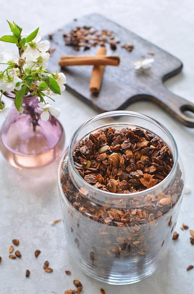 Domowa granola czekoladowa.